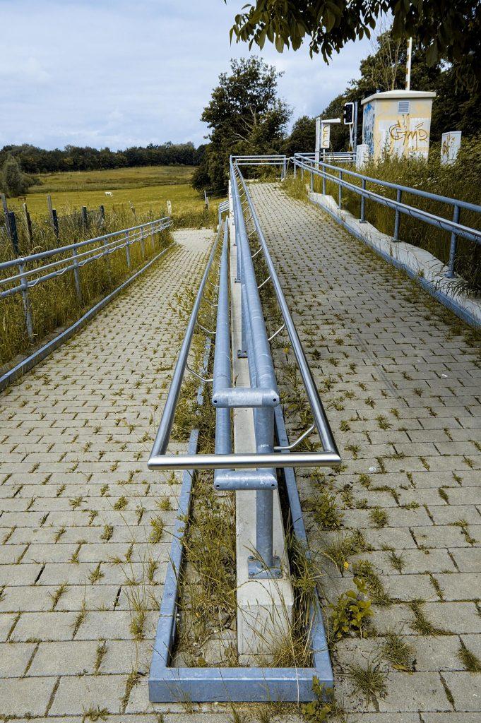 Geländer am Bahnübergang Friedhof Elmschenhagen 002 b kl